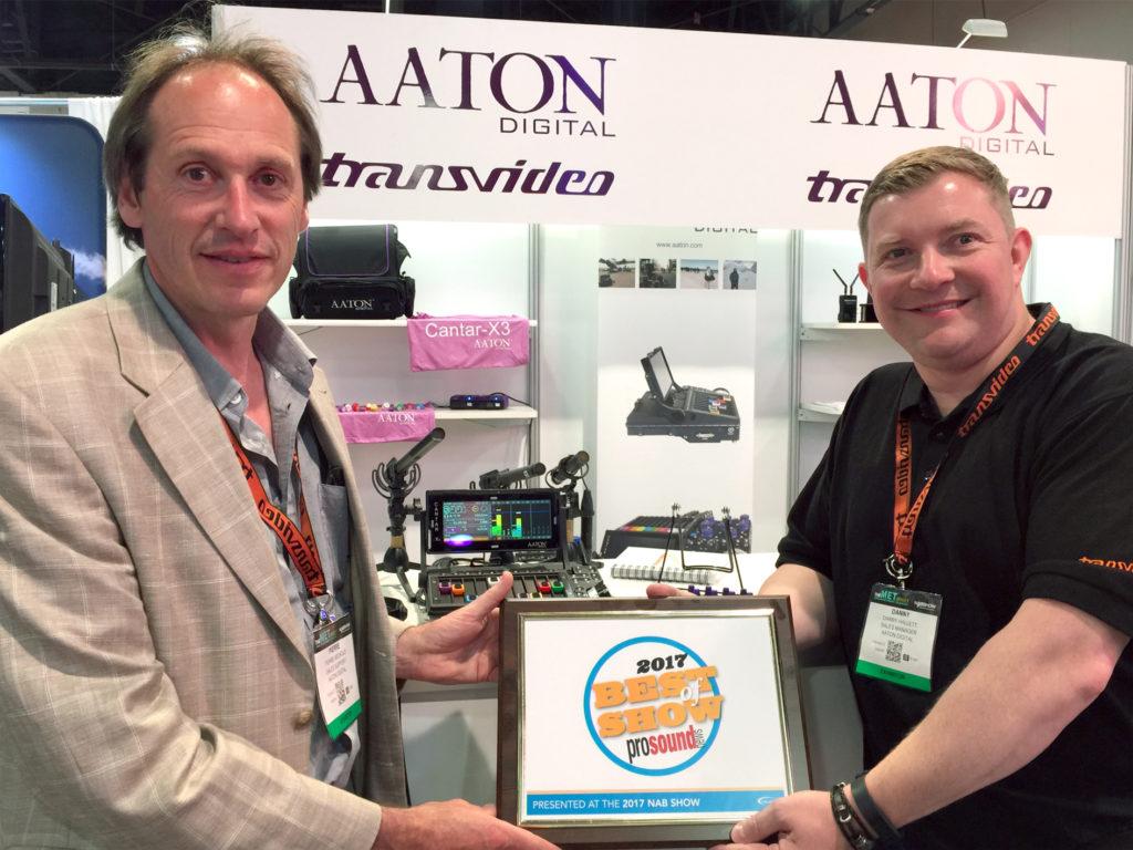 Aaton-Digital's-Pierre-Michoud-a-Danny-Hallett-kréien-de-NAB-2017-Best-of-Show-Award-presentéiert-vun-Pro-Sound-Annonce-fir-den-CantarMini-16-track- Handmixer-Recorder