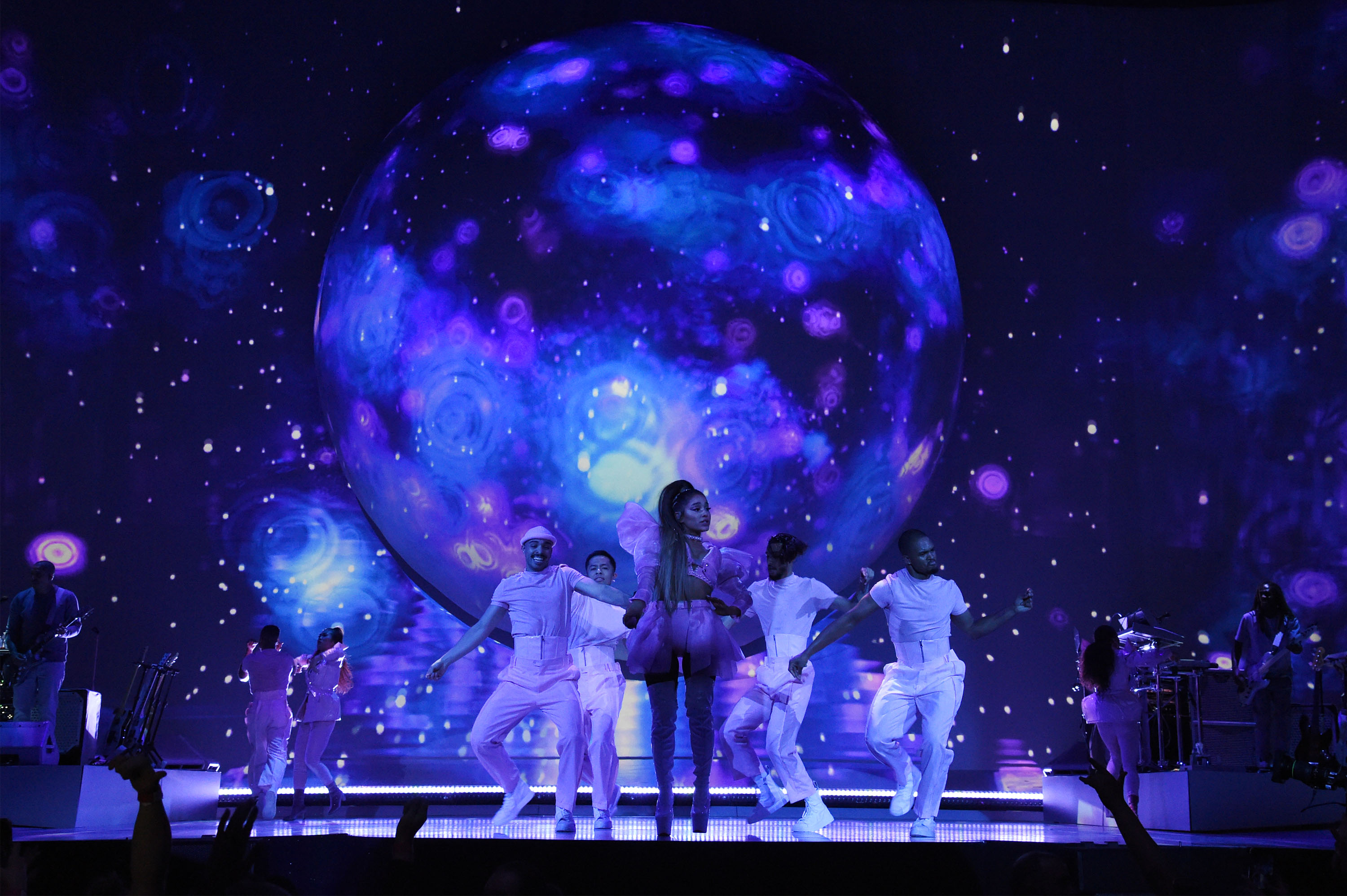 Disguise Solutions Power Innovative Video For Ariana Grande S Sweetener World Tour Nab Show News 2020 Nab Show Media Partner And Producer Of Nab Show Live Broadcast Engineering News